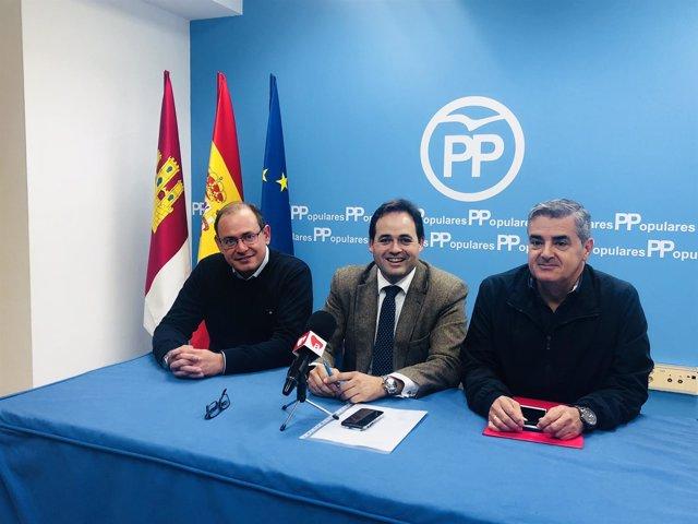 Francisco Núñez en la Junta Local del PP de Almansa