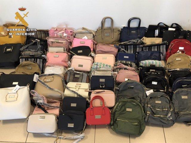 Bolsos intervenidos por la Guardia Civil en Calahorra