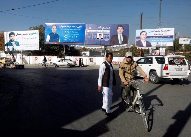 Carteles electorales en Kabul