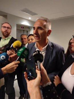 Miguel Ángel Vázquez atiende a los periodistas