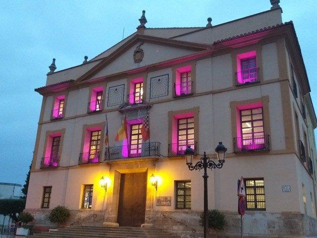 Paterna se ilumina de rosa por el cáncer de mama