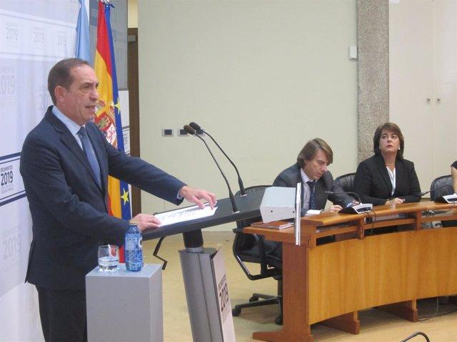 El conselleiro de Facenda, Valeriano Martínez, presenta los presupuestos