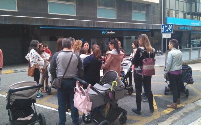 Madres navarras esperan que el Gobierno 'cambie de criterio' sobre la retención de IRPF y no descartan la vía judicial
