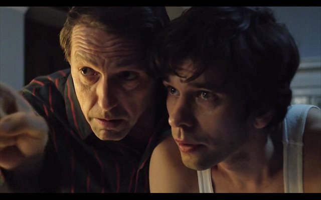 Hugh Grant y Ben Whishaw protagonizan A Very English Scandal en Amazon