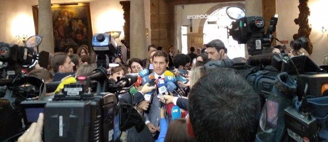 Albet Rivera atiende a los medios en el Hotel de la Reconquista