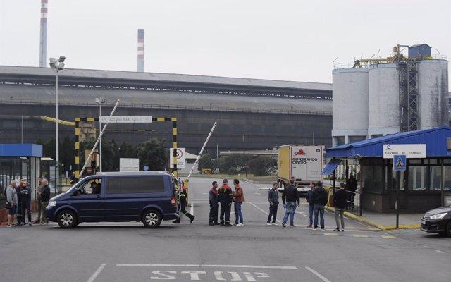 La Xunta reclama al Gobierno que 'concrete' un marco eléctrico estable y pide a Alcoa la retirada del ERE