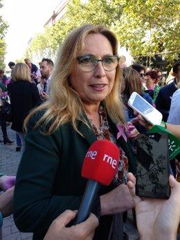 María Ángeles Luna atiende a los periodistas