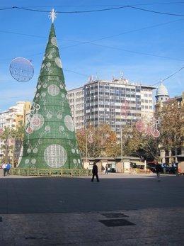 Plaza del Ayuntamiento, donde estará la pista, con el árbol de Navidad al fondo
