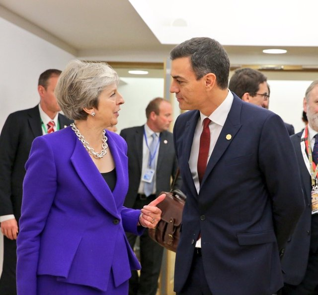 La primera ministra británica, Theresa May, con Pedro Sánchez en Bruselas