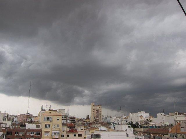 Tormenta, lluvia, nubes en València