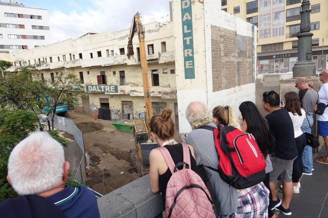 Demolición del edificio amarillo