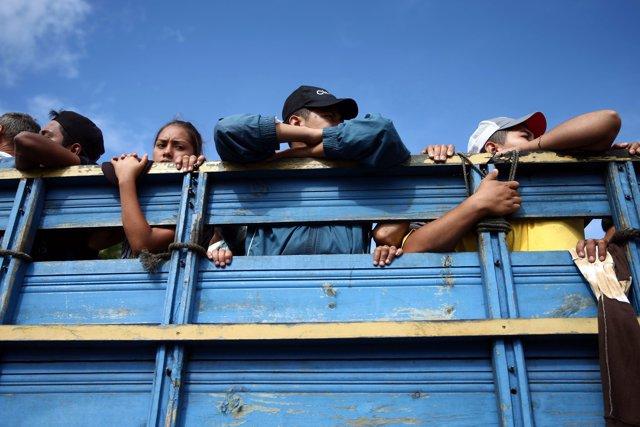 Caravana de migrantes a su paso por Guatemala