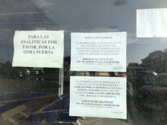 Cartel en el centro de salud de Cala d'Or, no hay médico