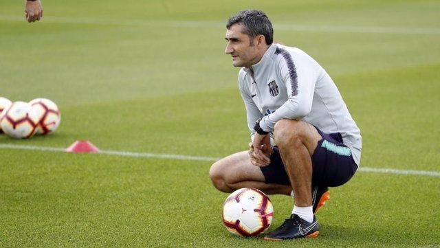 El entrenador del FC Barcelona, Ernesto Valverde, en un entrenamiento