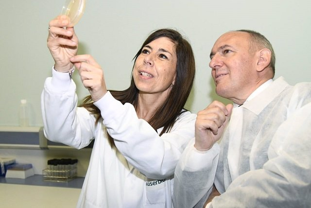 Ramiro González destaca la apuesta de la empresa alavesa A&B por la innovación
