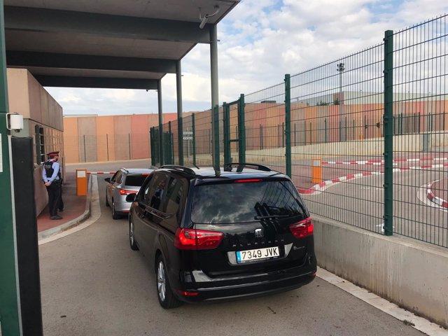 El líder de Podemos, Pablo Iglesias, llega a la cárcel de Lledoners