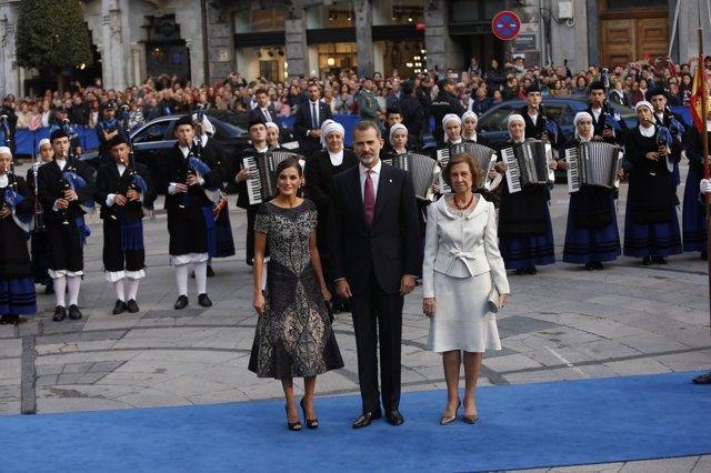 Los reyes Felipe VI, Letizia y Sofía