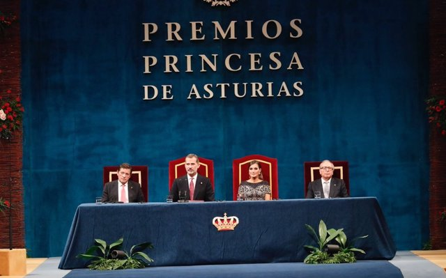 El Rey homenajea a la Constitución como lección de convivencia, que representa 'democracia y libertad'