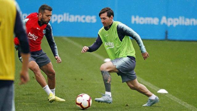 Jordi Alba y Leo Messi en un entrenamiento del FC Barcelona