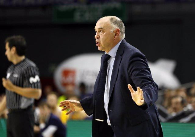 Pablo Laso dirigiendo al equipo