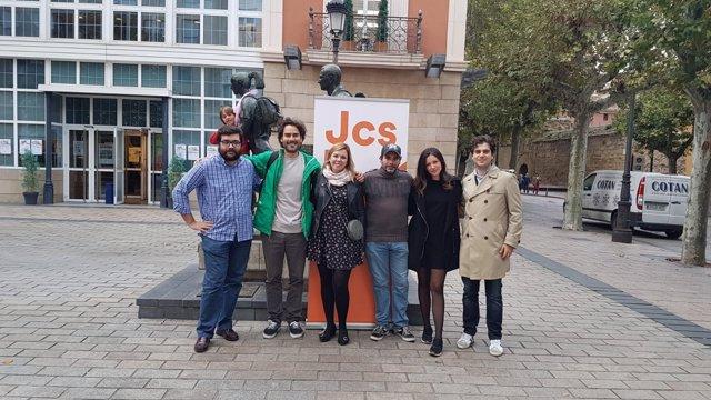 Jovenes de Ciudadanos con Jeunes avec Macron en acto en Logroño