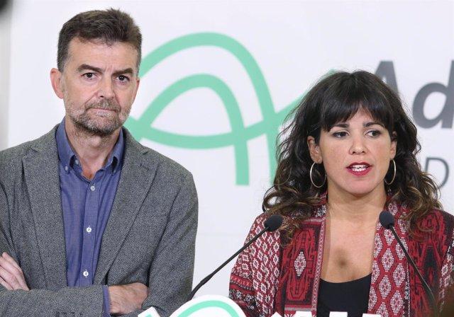 Teresa Rodríguez y Antonio Maillo atienden a los medios antes de mantener una re