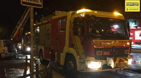 Un incendio afecta totalmente un ático en Chamartín