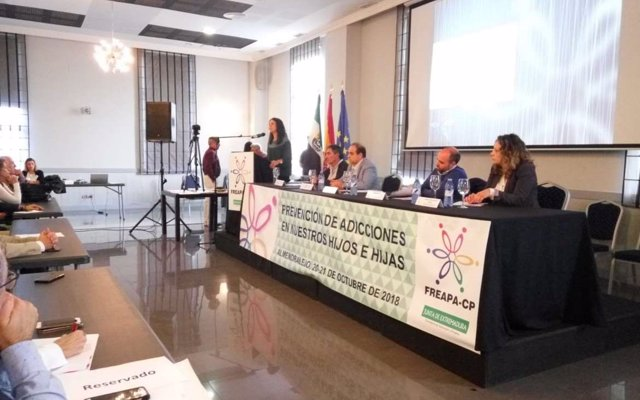 Gutiérrez lamenta que la LOMCE continúe 'coartando' la participación de las familias en la educación