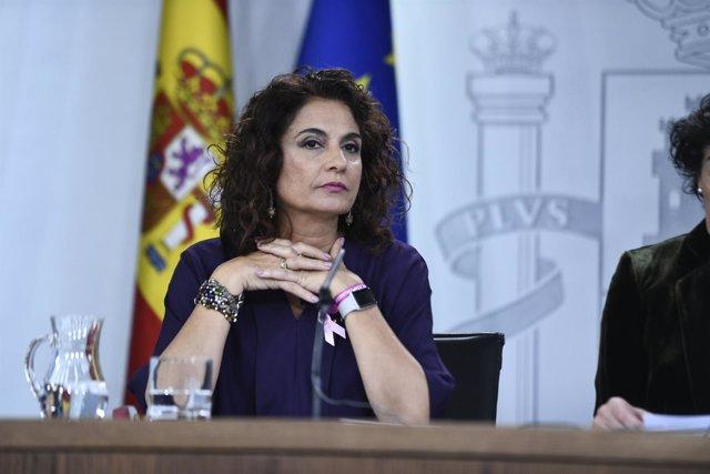 Isabel Celaá y María Jesús Montero en rueda de prensa tras el Consejo de Ministr