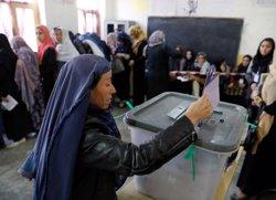 L'Afganistan prorroga a diumenge les eleccions davant els problemes en alguns centres de votació (REUTERS / MOHAMMAD ISMAIL)