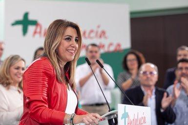 """Susana Díaz diu que PSOE-A ofereix l'únic projecte sòlid i solvent i rebutja el """"fangar"""" i els insults (JESÚS PRIETO (EUROPA PRESS))"""