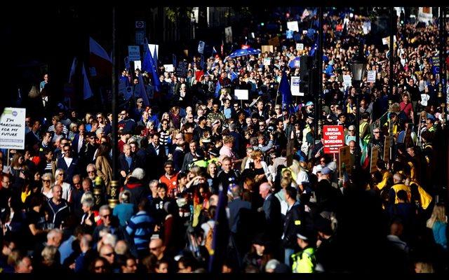 Decenas de miles de personas salen a las calles de Londres para pedir un segundo referéndum sobre el 'Brexit'
