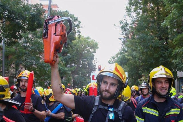 BOMBEROS REIVINDICAN EN MADRID UNA LEY MARCO QUE REGULE LA PROFESIÓN