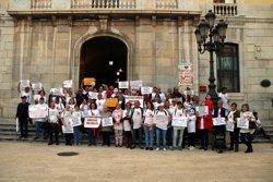 Una cinquantena de persones protesten per reclamar justícia per l'estafa d'iDental a Tarragona (ACN)