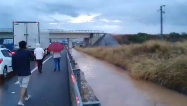 Seguimiento del temporal de lluvia desde el centro de Málaga del 112