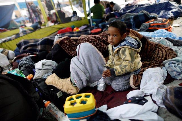 Un niño de la caravana de migrantes centroamericanos hacia Estados Unidos