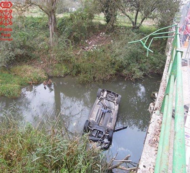 Un fallecido al caer con el coche al río Arakil