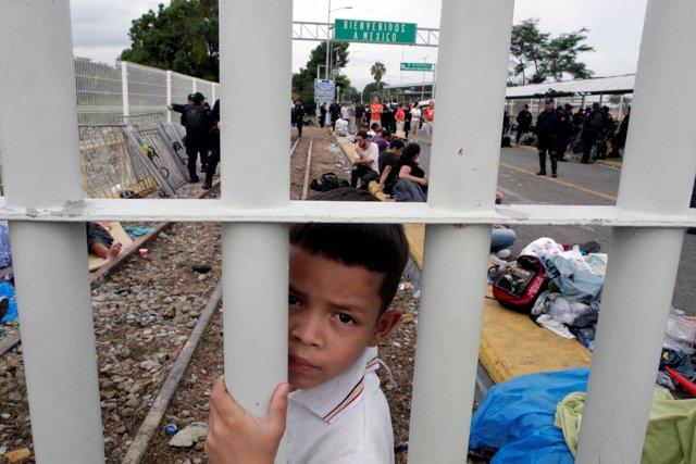 La caravana de migrantes se queda varada entre Guatemala y México