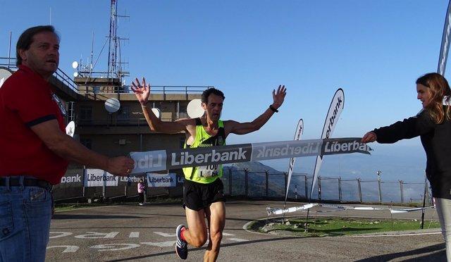 El ganador de la Subida a Peña Cabarga, Ricardo Lanza, entrando en la meta