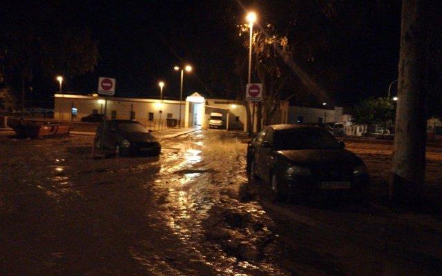 Servicios de emergencia trabajan para restablecer la normalidad en Málaga tras una madrugada sin lluvias