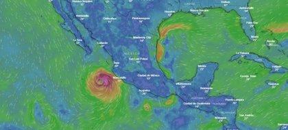 El huracán 'Willa' se fortalece a categoría cuatro en su avance hacia México