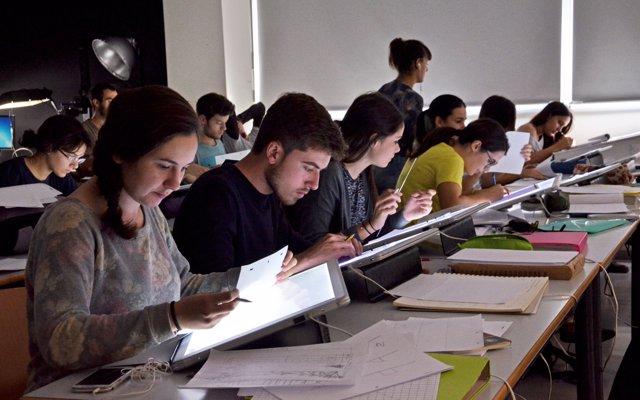 Creixen un 39% els alumnes de màsters en les universitats públiques valencianes en l'últim lustre