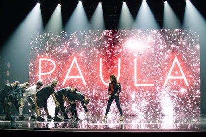 Paula Adbul se despeña desde el escenario en pleno concierto