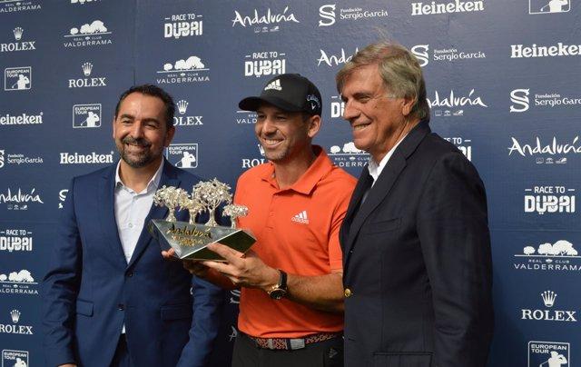 Entrega de trofeo del Andalucía Valderrama Masters