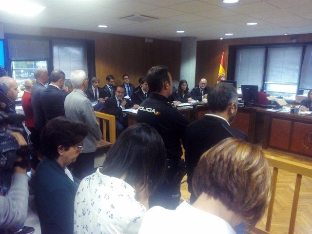 Juicio contra empleados bancarios por la trama 5 Jotas