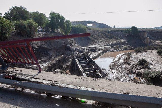 El puente romano sobre el río Blanco en Aguadulce (Sevilla) afectado por el temp
