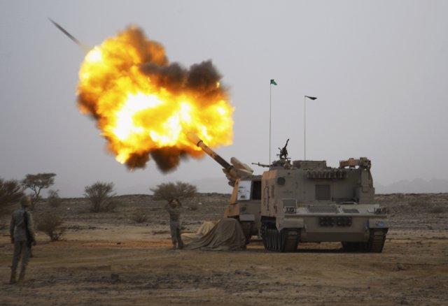 La artillería de Arabia Saudí dispara un misil en la frontera con Yemen
