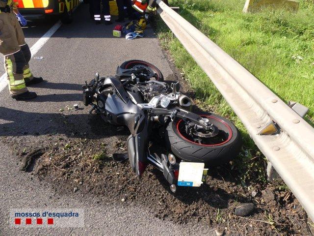 Fallece un motorista tras ser golpeado por un turismo en El Prat (Barcelona)