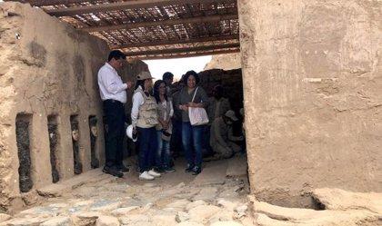 Descubren ídolos de madera y un mural decorado de 800 años de antigüedad en el norte de Perú