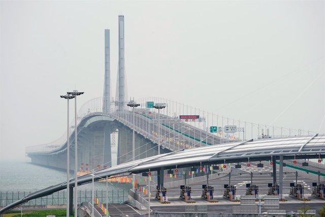 🌉 El puente sobre el mar más largo del mundo tiene 55 kilómetros de extensión y está en…